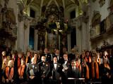 Kreutzer-Chor vor dem Kirchaltar