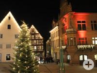 Langer Einkaufsabend vor dem Rathaus