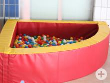 Hallenbad Meßkirch neue Spielgeräte - Bällebad für Kleinkinder